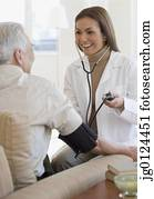 spanisch, weiblicher doktor, nehmen, patient's, blutdruck