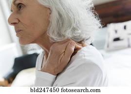 personne agee gorge douleur banque de photos et d 39 images 309 personne agee gorge douleur images. Black Bedroom Furniture Sets. Home Design Ideas