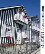 Typique p cheur maison dans costa nova portugal banque de photographies k1431016 - Maison de pecheur portugal ...