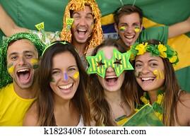 glücklich, gesellschaft, von, brasilianisch, sport, fussballfans, erstaunt, feiern, sieg, zusammen.