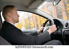 897f137bff070 Homme, ceinture sécurité attache, dans voiture Banques de ...