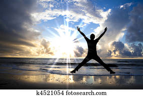 glücklich, mann springen, strand, mit, sch?n, sonnenaufgang