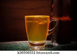 bire blonde bire dans verre usage pour alcool boisson - Caisse Biere Plastique