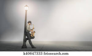 Singer saxophone supported by a pole