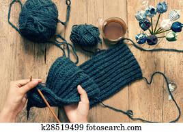 85209d7d25c9 Banque d Image - fait main, cadeau, couple, bonnet de laine, tricot ...