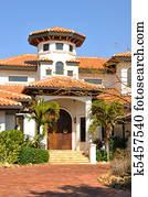 Archivio fotografico stile spagnolo casa con torre for Numeri di casa in stile spagnolo