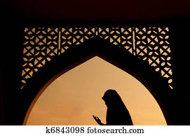 silhoutte of muslim woman praying