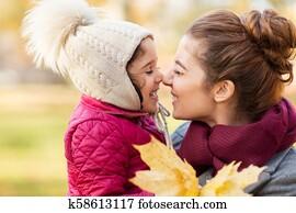 moeder en dochter lesbische kus