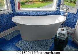 Vasca Da Bagno Spagnolo : Immagini tradizionale blu pavimentato spagnolo bagno u22925278