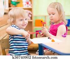 kinder, machen, künste handwerke, in, kindergarten, mit, interesse