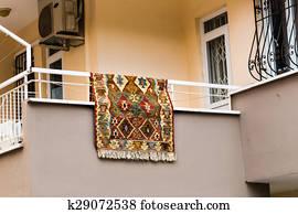 Tapijt Voor Balkon : Beeld tapijt hangend balkon zoek stock fotografie