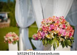 Wedding arch. The idea of decorating the wedding area with flowers