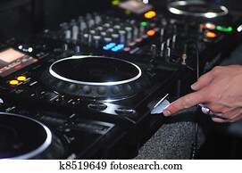DJ mixing station and turntable
