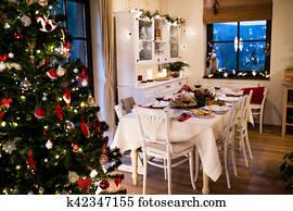 Sedie Decorate Per Natale : Tavola legno e dipinto rosso sedie in piccolo giallo sala
