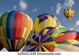 Palloni Ad Aria Calda.Disegno Mongolfiera Volare In Uno Vortice K8214133 Cerca