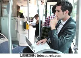 pendler, auf, a, bus, mit, a, laptop