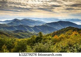 blue ridge parkway, nationalpark, sonnenaufgang, landschaftlich, bergwelt, herbstlandschaft, bei, asheville, nc, in, westliche, nord-carolina
