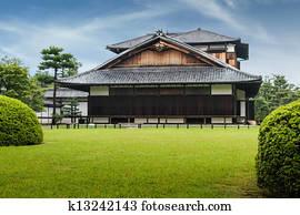 Verbeugen respekt per asiatische frau in japanische for Traditionelle japanische architektur