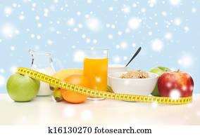petit déjeuner sain et ruban à mesurer