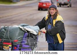 wohnungslos, mann, mit, seine, eigentum, in, einkaufswagen