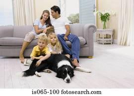 familles images 1000 familles banque de photos fotosearch. Black Bedroom Furniture Sets. Home Design Ideas