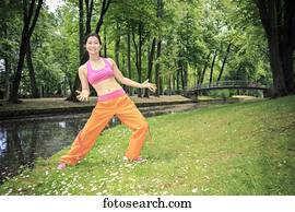 woman, tanzt, zumba, in, a, park