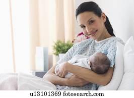 banque de photo m re dans lit h pital nouveau n c t lit x23615712 recherchez des. Black Bedroom Furniture Sets. Home Design Ideas