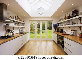 Fußboden Aus Glas ~ Stock bild kalkstein fussboden und glas verandatüren in
