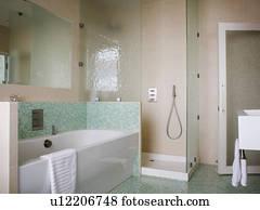 Bagni Blu Mosaico : Bagno con top in zinco e pavimento con piastrelle a mosaico foto